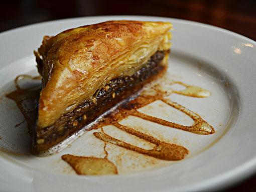 A sobremesa tradicional de massa folhada e mel