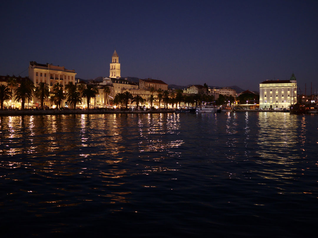 The panoramic view of Split boardwalk by night