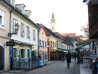 A street full of picturesque houses, restaurant and bars