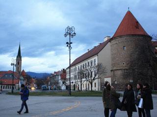 A praça em frente da catedral