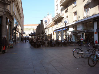 The square with a lot of cafés on it
