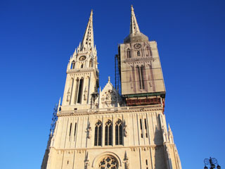 A catedral branca com duas torres
