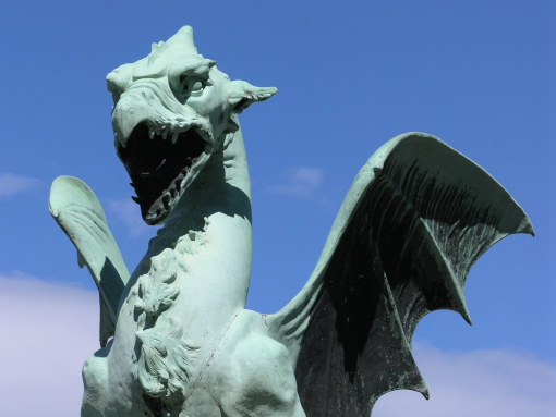 A statue of dragon on Dragon Bridge