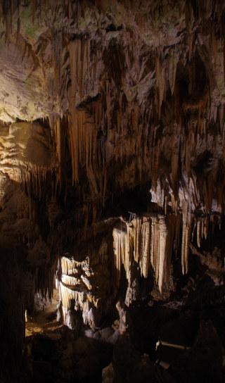 Formações cársticas chamadas estalactites