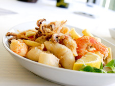 Fried calamari served with a lemon slice