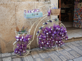 An old bicycle decorated with lavender