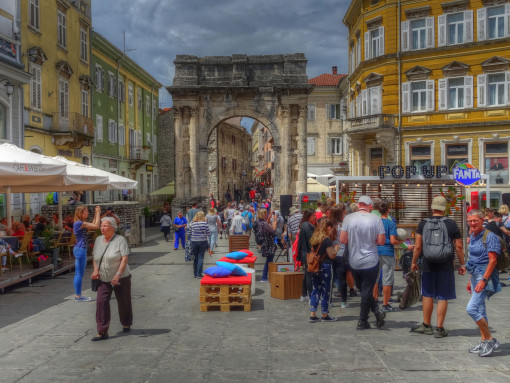 The Arch of the Sergi and a square