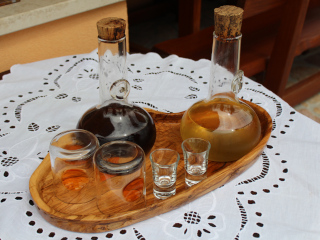 Tray with 2 bottles of wine and several glasses