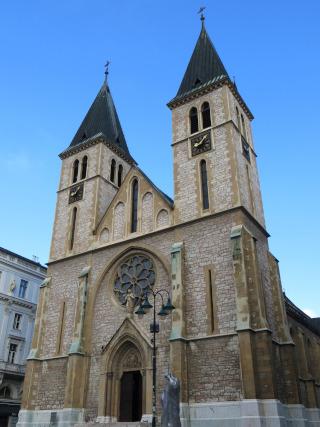 Igreja de pedra com duas torres
