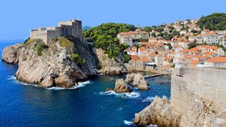 Centro histórico de Dubrovnik rodeado por el mar