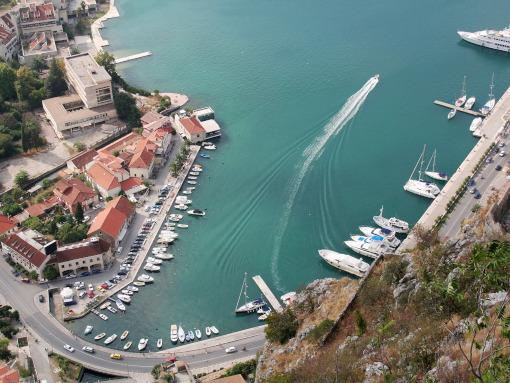 Vista aérea de bahía de Kotor