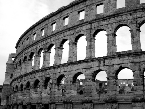 Anfiteatro romano em Pula