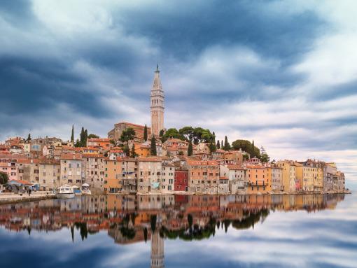 Uma cidade charmosa no mar