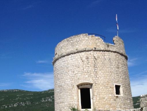 Una torre de piedra medieval