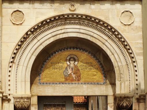 Mosaico acima da entrada do complexo da basílica