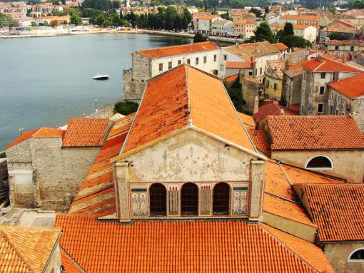 Telhado vermelho da Basílica