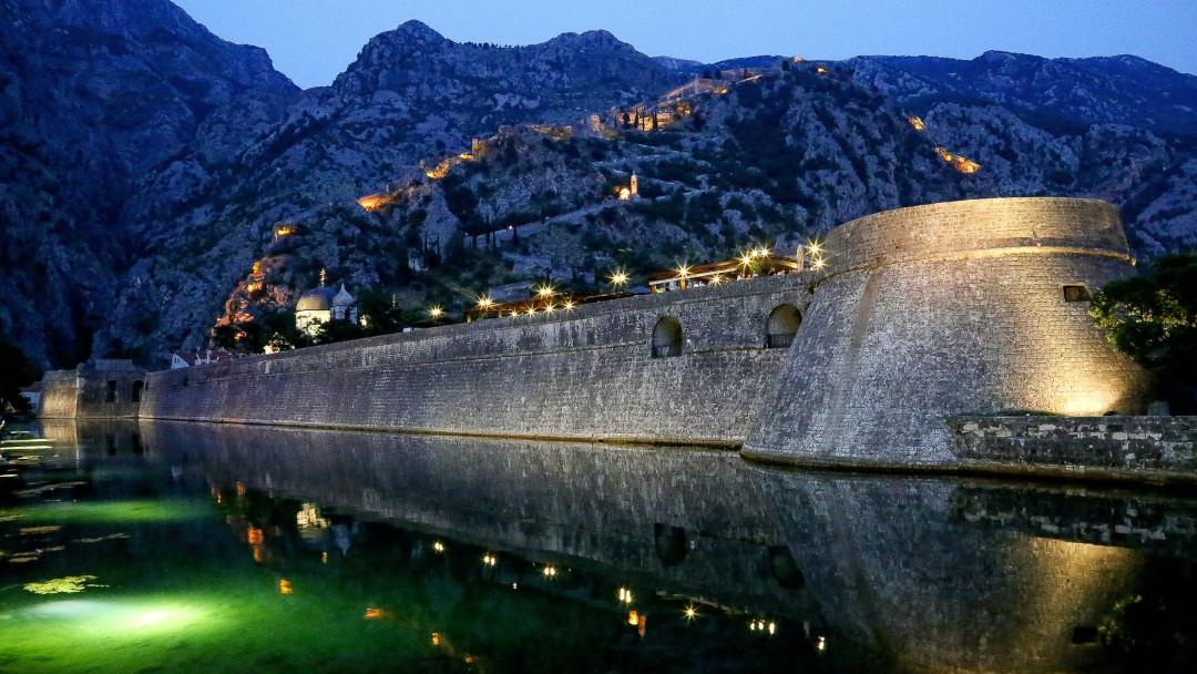 Kotor walls by night