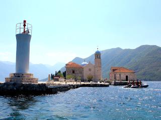 Igreja de pedra em uma ilha