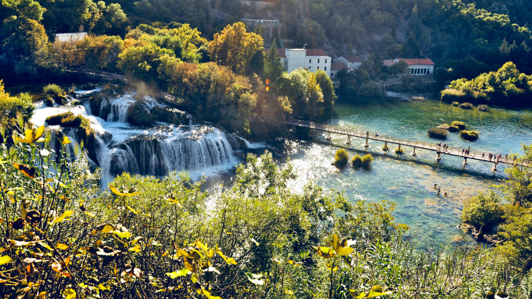 Vista aérea da cachoeira Skradinski Buk