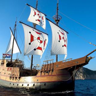 navio de madeira grande, no estilo caravela