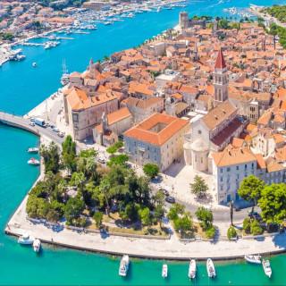 vista aerea de pequena cidade