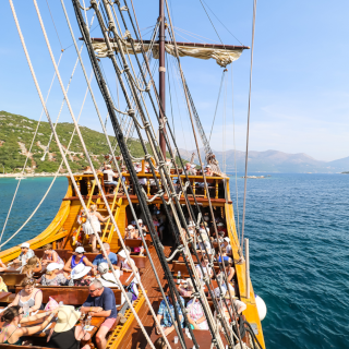 convés do barco de madeira tradicional